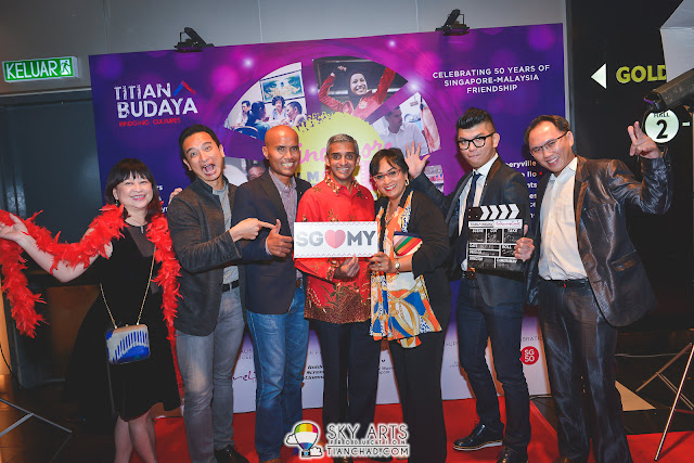 (L-R) Goh Ching Lee (Artistic Director/Producer CultureLink), Yeo Whee Jim (Director MCCY), Sanif Olek (Director of Sayang Disayang), HE Mr Vanu Gopala Menon (SG High Commissioner, Royston Tan (Director of 7 Letters) and David (CultureLink)