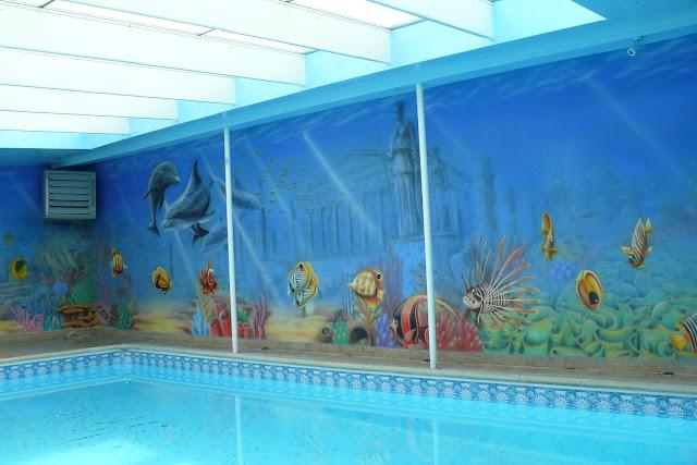 Wykonanie murala ściennego na basenie, dekoracja ścian czyli artystyczne malowanie ściany, mural 3D