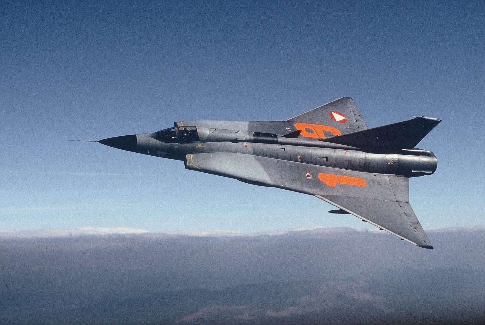 Global War Birds: Saab 35 Draken Wallpapers & Specifications