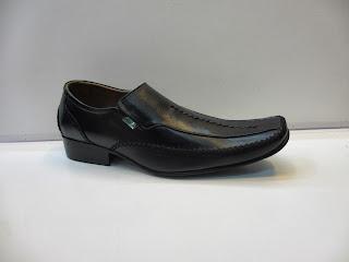 Sepatu Kickers Pantofel hitam murah