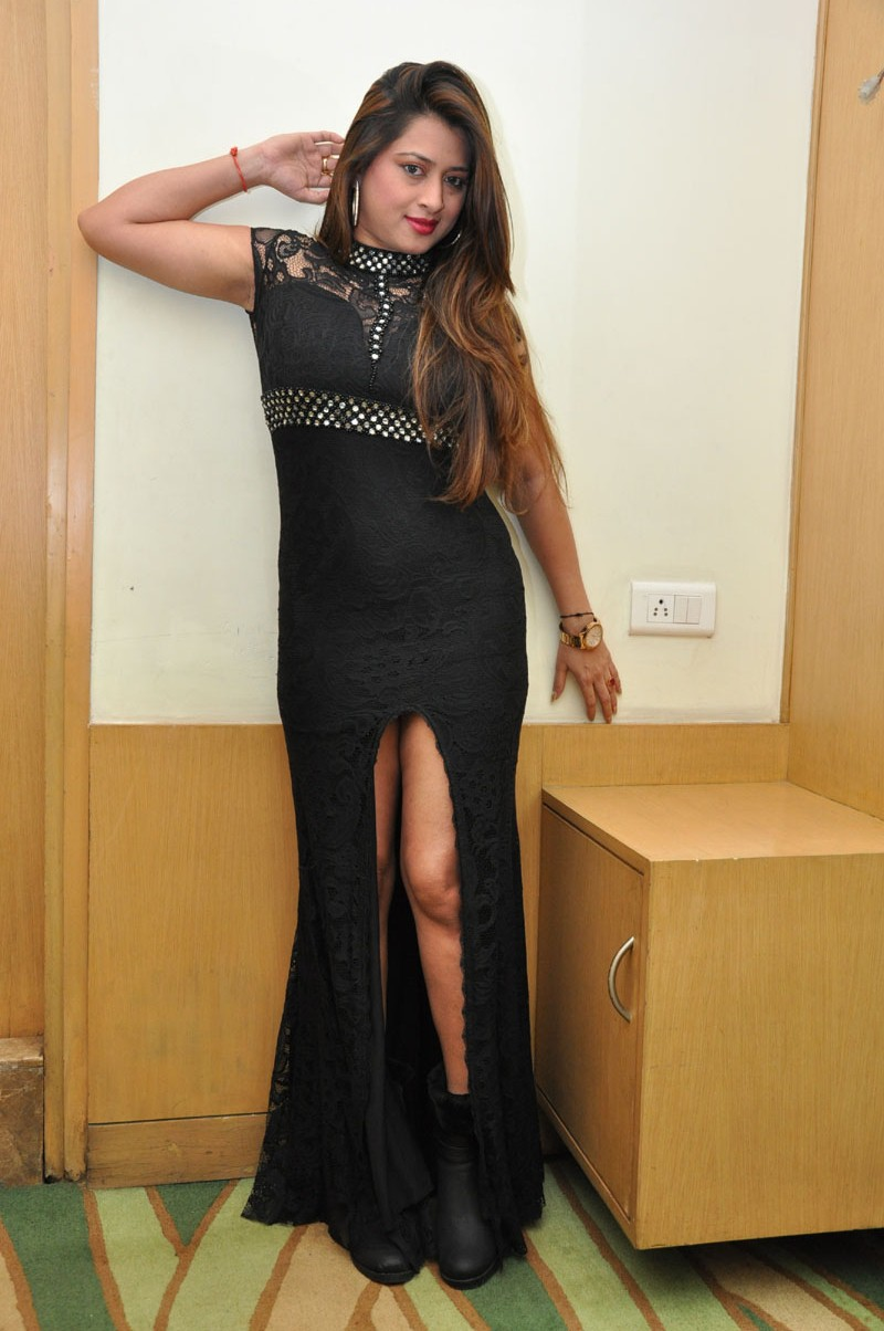 farah khan sizzling photo shoot-HQ-Photo-4