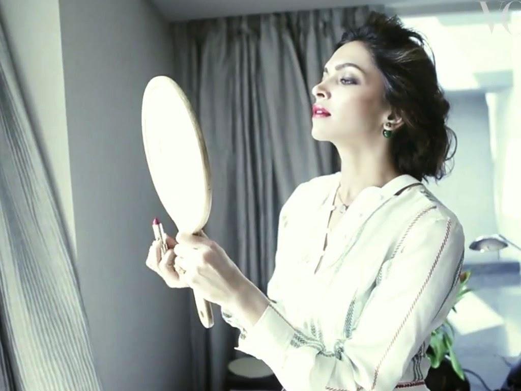 Downlaod HD Wallpaper of Bollywood Actress Deepika Padukone