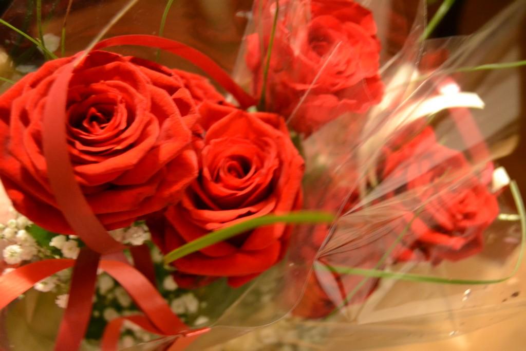 sex röda rosor betyder