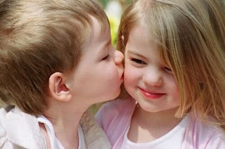 Kids Kissing picture to download