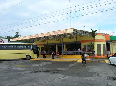 Terminal de Buses Caribeños, Guápiles, Costa Rica, vuelta al mundo, round the world, La vuelta al mundo de Asun y Ricardo, mundoporlibre.com