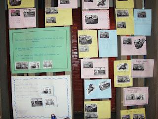Alguns trabalhos realizados durante o semestre se encontram expostos na Escola Beatriz Silva