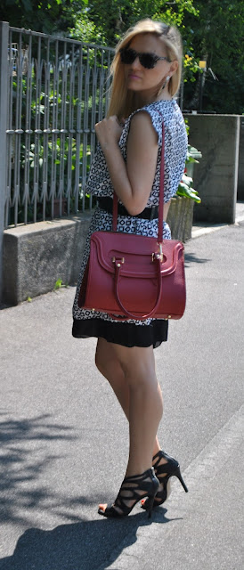 outfit borsa rossa come abbinare la borsa rossa abbinamenti borsa rossa borsa bauletto come abbinare la borsa bauletto mariafelicia magno fashion blogger blog di moda italiani blogger italiane di moda fashion blog italiani red bag how to wear red bag red bag outfit