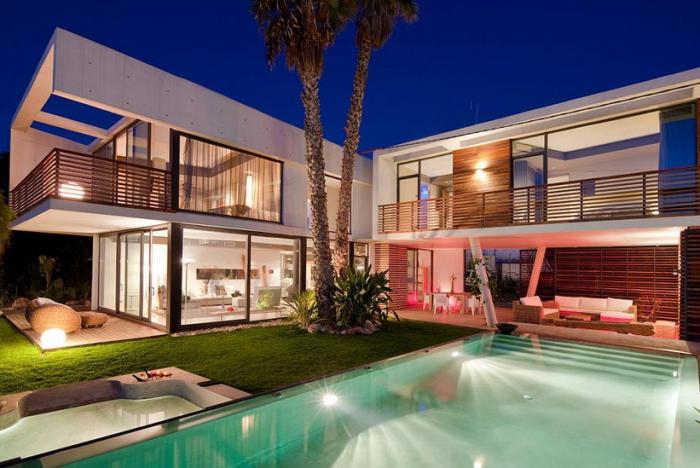algunas de estas viviendas son autnticas mansiones con un diseo de lujo aunque veremos cmo adems de viviendas algunas personas han tenido otro tipo de