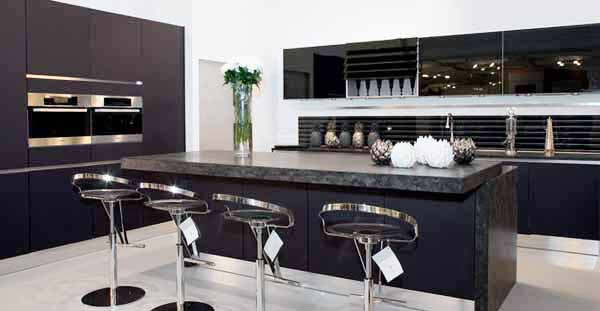 Mi casa mi hogar cocinas modernas en blanco y negro for Most popular kitchen designs 2013