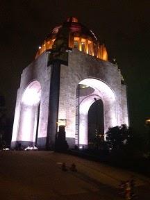 Turibús nocturno - Monumento a la Revolución