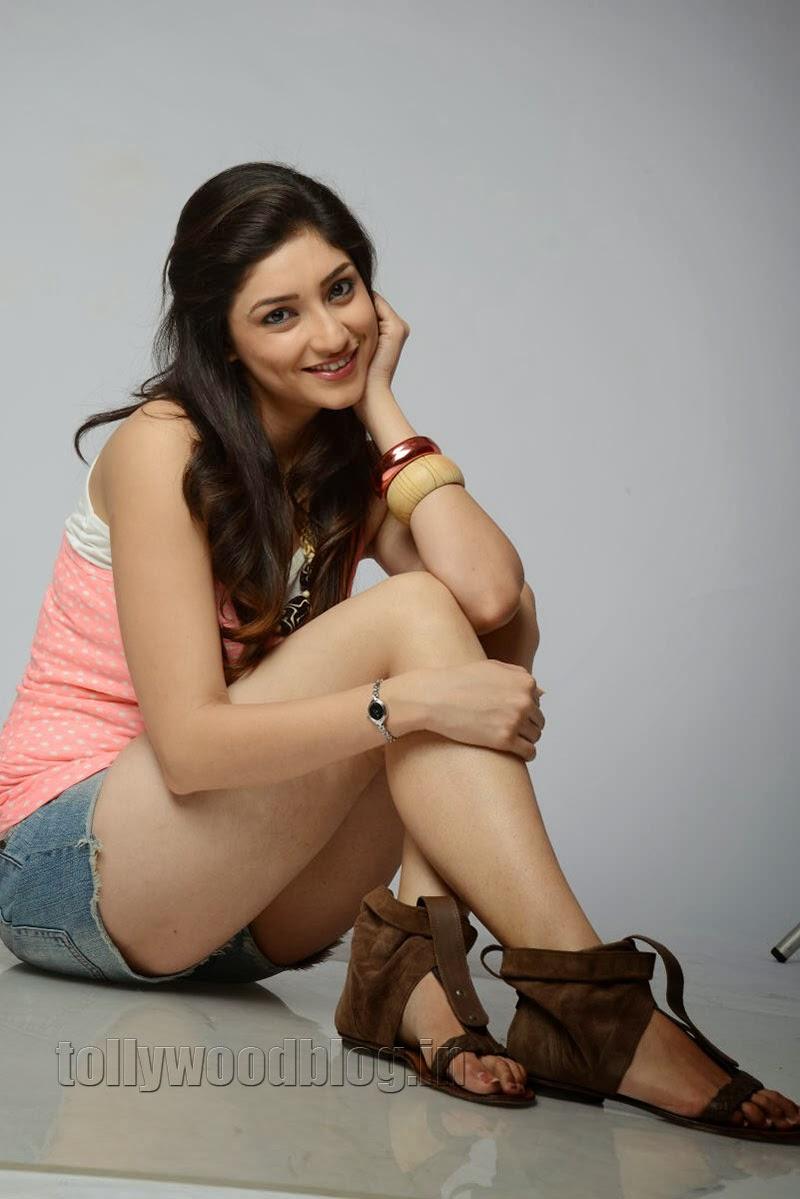 theoxygenious: Tanvi Vyas Celebrities Photo, Wallpaper ...