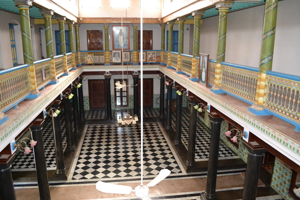A travel blog from india chettinad magnificent mansions for Tiles for hall in india