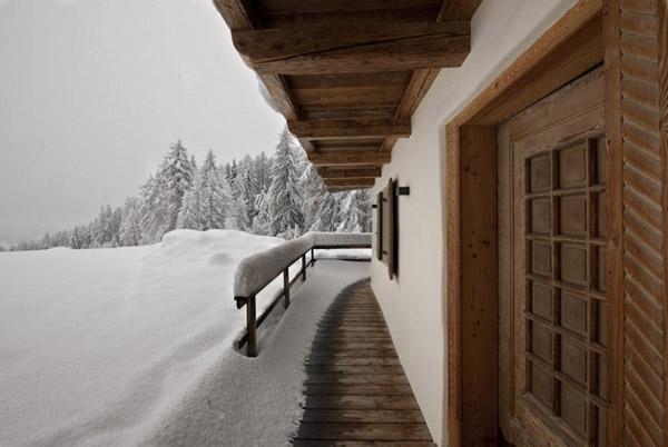 vista del corredor nevado en la montaña