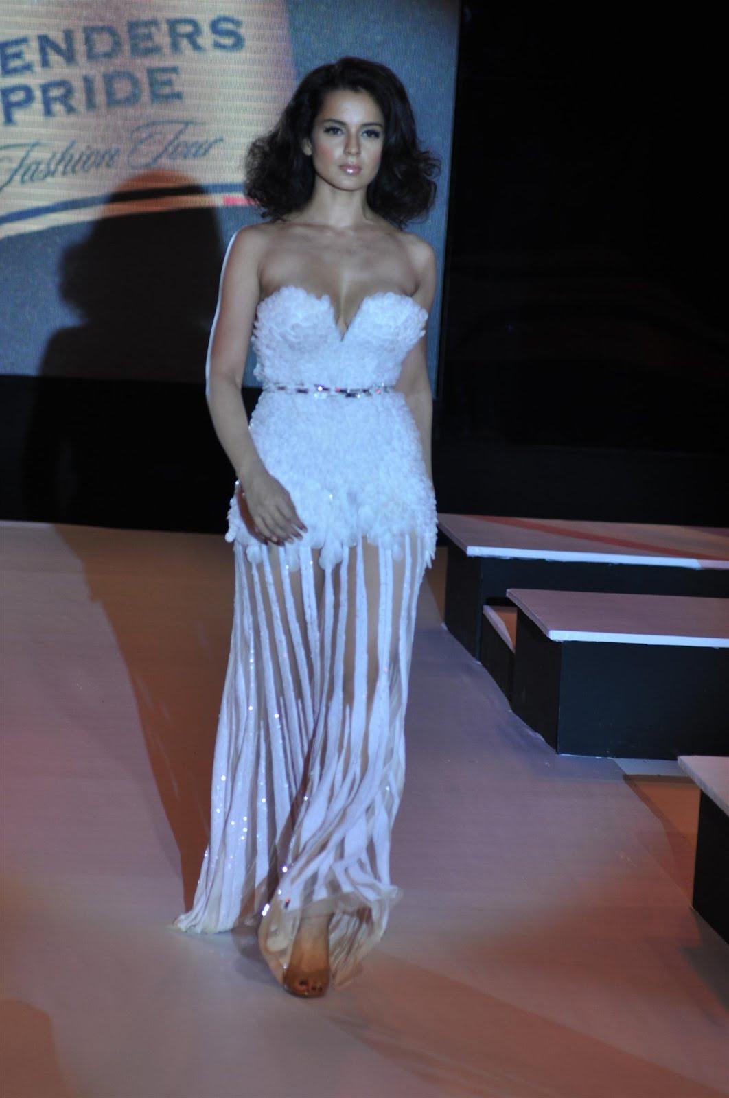 Desi Shotz: Kangana superhot braless boobs n pantyless ass