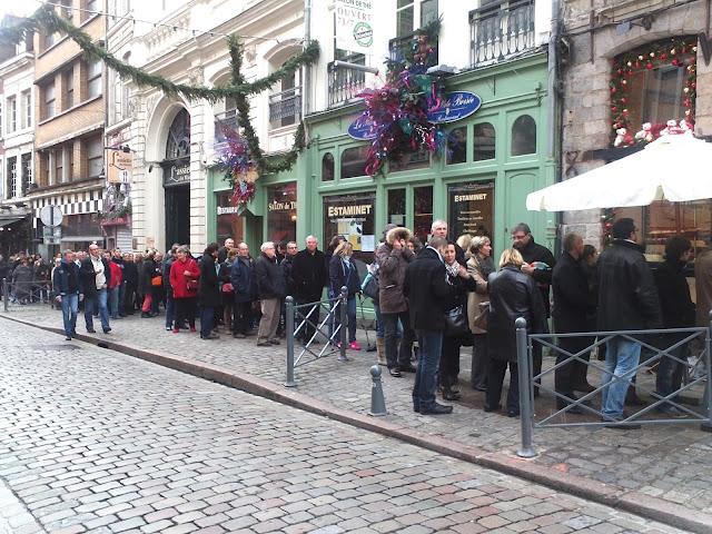 Au Merveilleux de Fred : la queue du 24 décembre