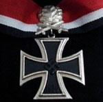 La cruz de hierro de caballero, con diamante hoja de robles y espadas