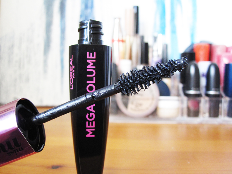A picture of L'Oreal Miss Manga Mascara review