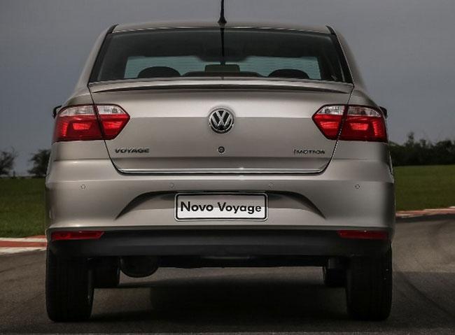 novo Volkswagen Voyage 2014 traseira