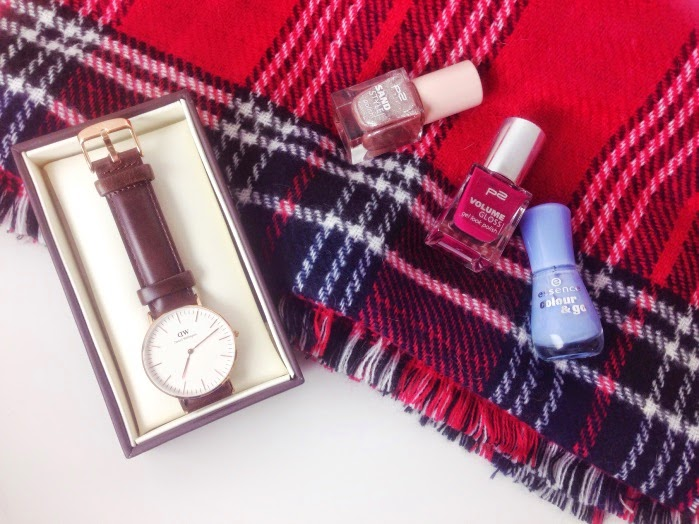 Winter Favoriten Daniel Wellington Uhr, Primark Schal, Nagellacke
