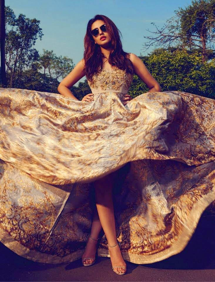 http://funchoice.org/celebrities/bollywood/huma-qureshi-photoshoot-for-filmfare-magazine-april-2015