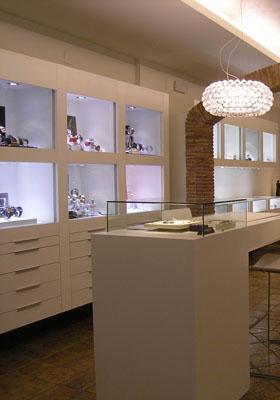 44e052aa31d Como decorar uma loja de bijuterias ou jóias - Del Carmen by Sarruc