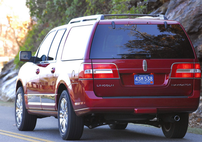 lincoln navigator l 2013 specs price and defects know. Black Bedroom Furniture Sets. Home Design Ideas