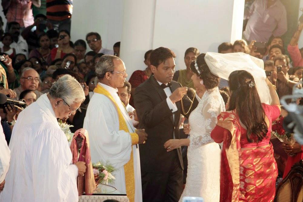 Meera Jasmine Anil Josh Wedding Photos Gallery Photo 8 Telugu
