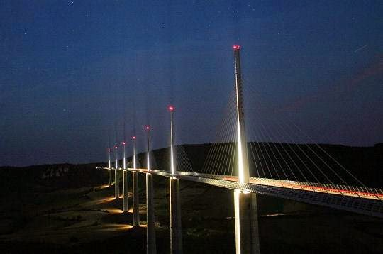 MILLAU BRIDGE IN NIGHT_MYCLIPTA