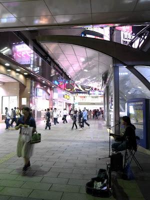 Tokyo Art & Music: Yuji (ユウジ) Live in Hachioji ライブ イン
