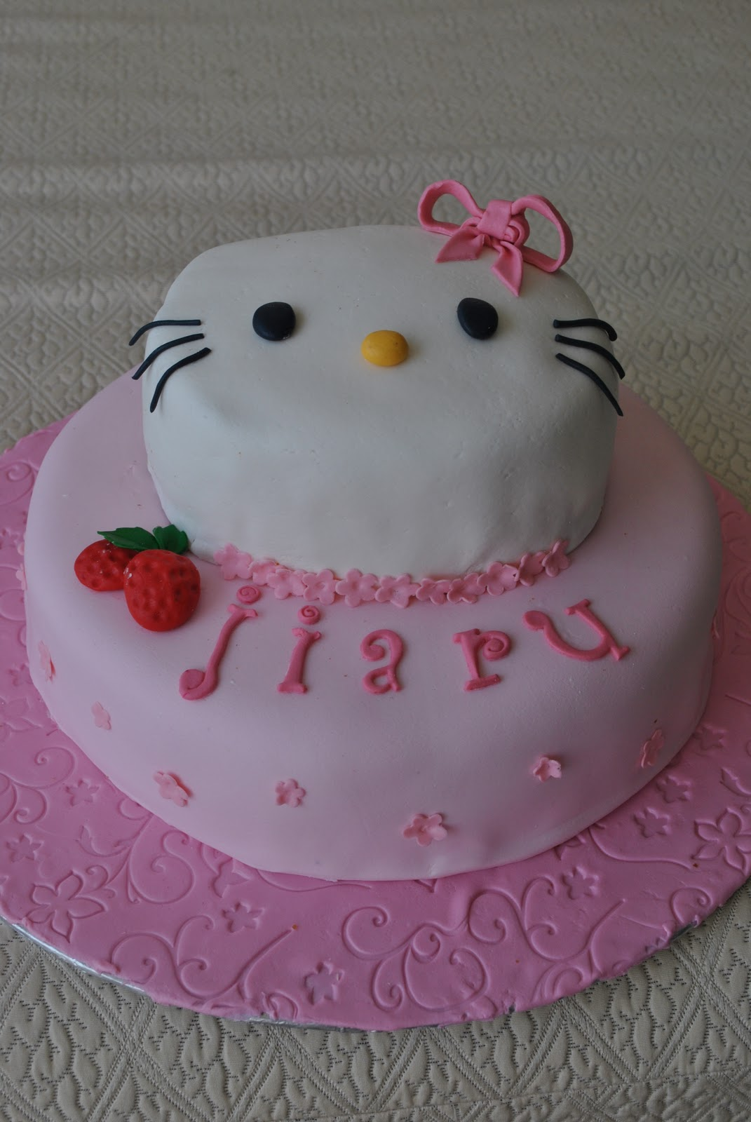 Cake Inc: Hello Kitty ( 2 - tier cake )
