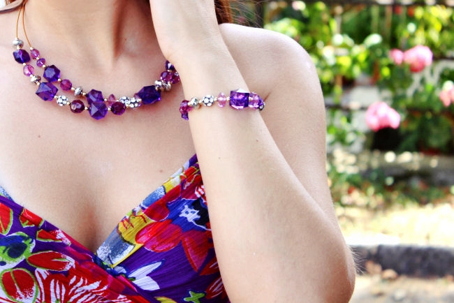 outfit: Purple bouquet. Best summer looks. Oriflame jewelry. Purple floral dress. Purple jewelry.