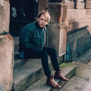 Tom Odell – Hold Me Lyrics | Letras | Lirik | Tekst | Text | Testo | Paroles - Source: musicjuzz.blogspot.com