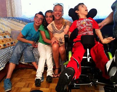 belen esteban solidaria silla discapacitado