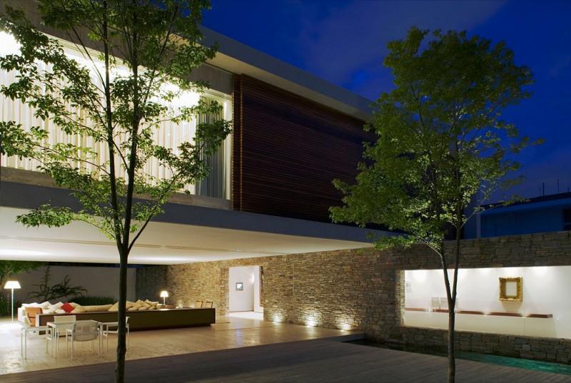 Casa moderna de piedra madera y agua como elementos - Casas de piedra y madera ...