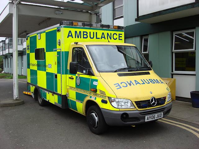 Gambar Mobil Ambulance 22