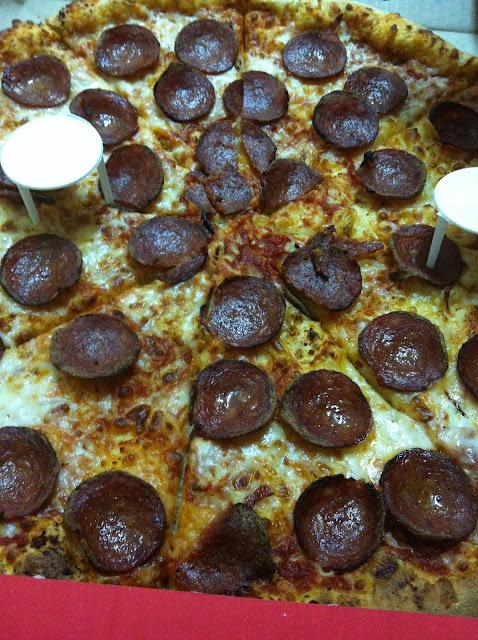 פיצה דומינוס עם פפרוני