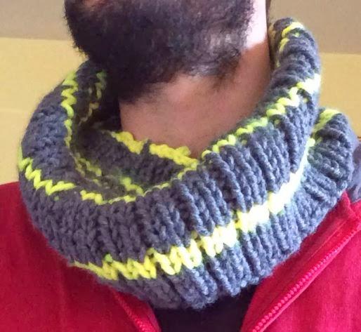 coll de mitja gris i groc fluorescent punt de canalé