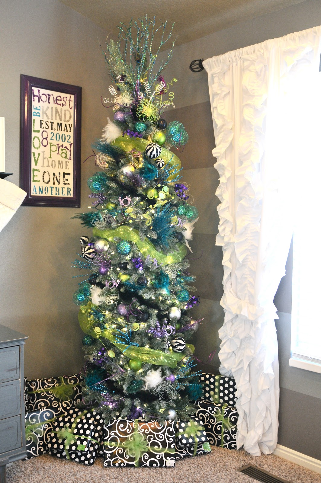 wednesday december 19 2012 image number 1 of decorating slim christmas tree ideas