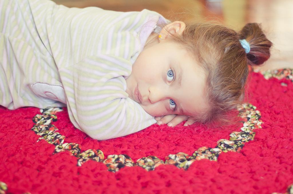 alfombra de trapillo se ha convertido en su lugar de juegos favoritos