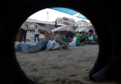 Beschrijving: http://2.bp.blogspot.com/-t8N6HgWeE6s/Th9T33BmMeI/AAAAAAAAEbo/wx9GivrX01M/s400/hamascamp4.jpg