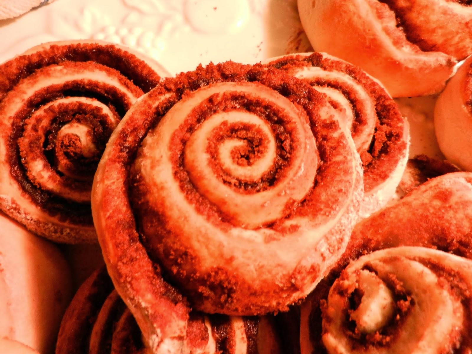 cinnamon rolls pic