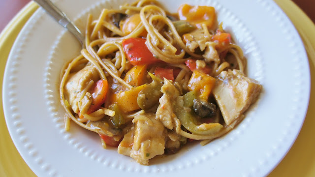 Recipe for Mushroom and Bell Pepper Chicken with Linguine in the Slow Cooker #crockpot #chicken #slowcooker #pasta