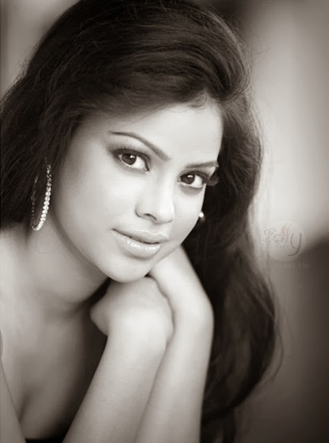 Sumona Chakravarti HD Wallpapers Free