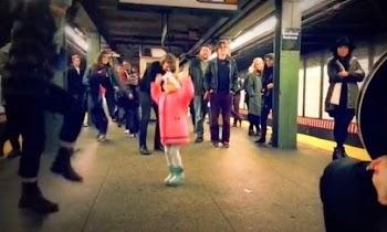 Ο χορός της μικρής στο μετρό έγινε viral με 1,3 εκατ. κλικ! [video]