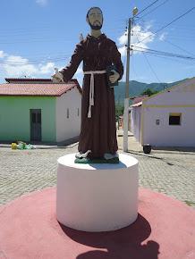 ESTÁTUA DO EXCELSO PADROEIRO SÃO FRANCISCO DE ASSIS.