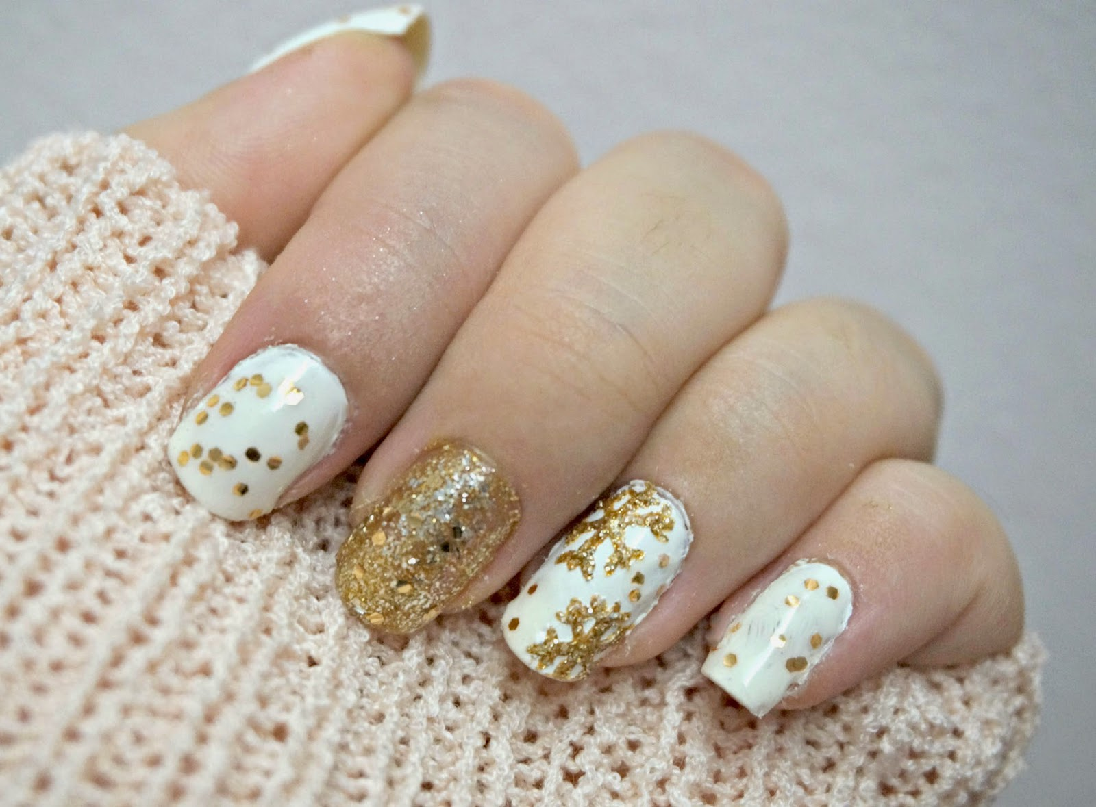 step 4 add the gold glitter big size on the other nails to make it look festive and cute - White Christmas Nails