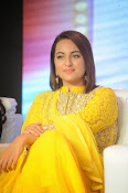 Sonakshi sinha at Lingaa event-thumbnail-9