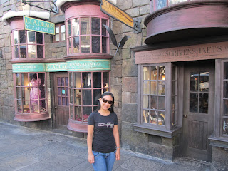Wizarding World of Harry Potter Gladrags Wizardwear and Scrivenshafts Quill Shop