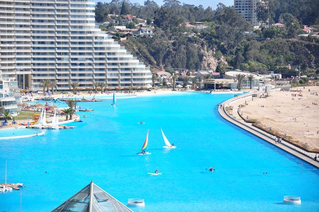 World 39 s largest pool outdoor your art for Largest swimming pool in the world in chile