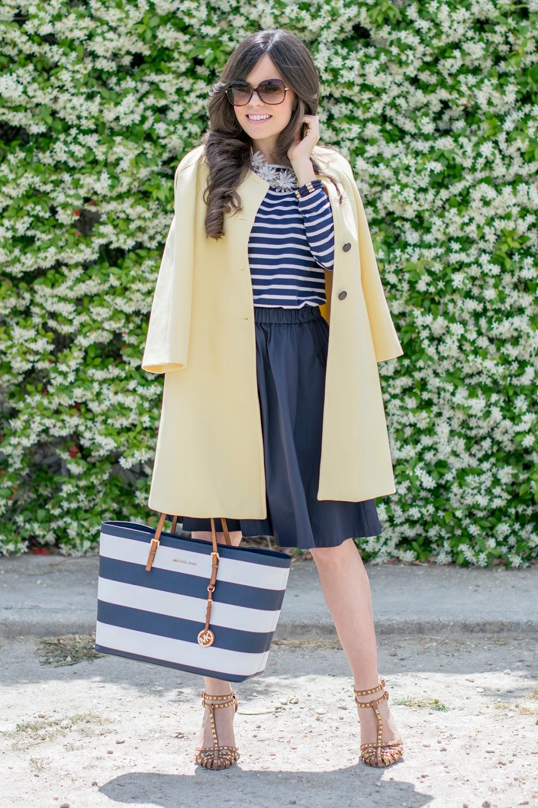 Look navy con falda midi de Zara y bolso Michael Kors